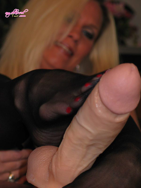 Does Www.pantyhose_sex foot.com thought