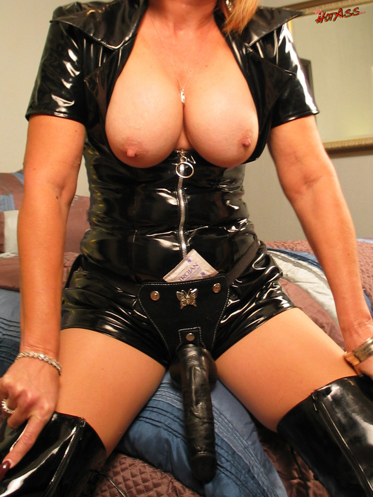 Lick her boots